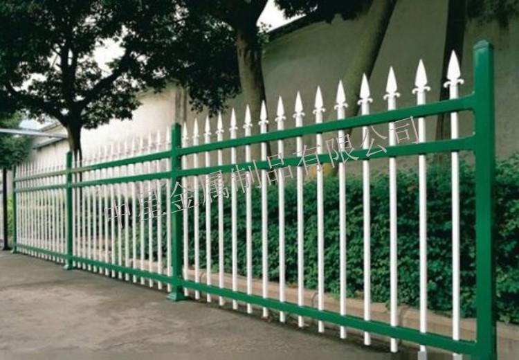 新疆塔城地区围墙锌钢护栏-围墙锌钢护栏生产厂家--洛阳中星